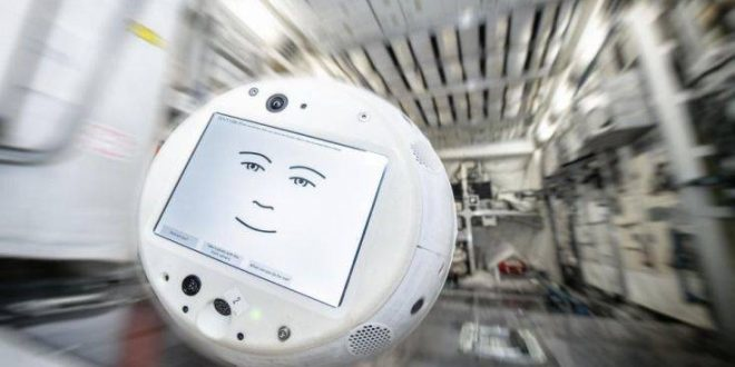 Cimon 2, η χαριτωμένη αιωρούμενη σφαίρα με πρόσωπο καρτούν βοηθός στον Διεθνή Διαστημικό Σταθμό