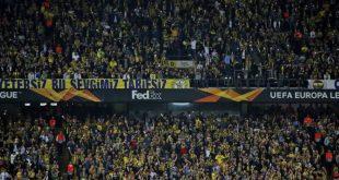Τουρκία: Οι οπαδοί της Φενέρμπαχτσε άφησαν τα κασκόλ τους για τους σεισμοπαθείς