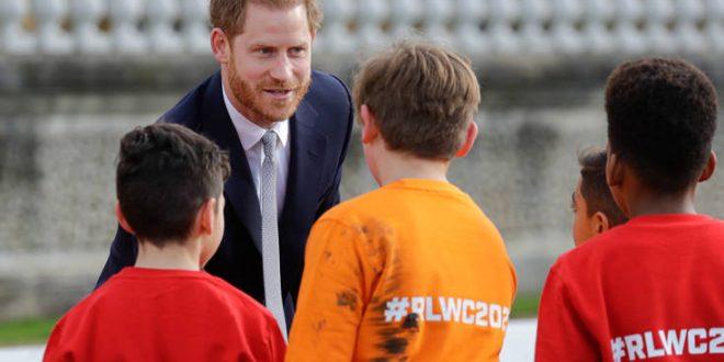Ο πρίγκιπας Χάρι στην πρώτη του δημόσια εμφάνιση μετά την κόντρα με τη βασιλική οικογένεια