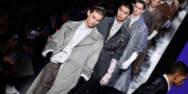 Κόρτνεϊ Λαβ, Πάτινσον και Μπέκαμ στην επίδειξη μόδας του Κιμ Τζόουνς για τον Dior στο Παρίσι