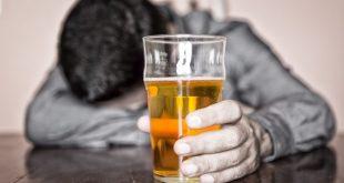 Μετά το τσιγάρο στο μικροσκόπιο του υπουργείου Υγείας και το αλκοόλ