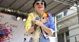 Lady Gaga: Ο χορός με μυστηριώδη άντρα και το φιλί την Παραμονή Πρωτοχρονιάς