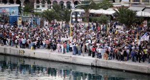 Προσφυγικό: Αγώνας δρόμου για τα κλειστά κέντρα και η αναμονή για το γερμανικό σχέδιο