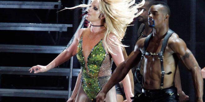 Η στιγμή που η Britney Spears σπάει το πόδι της ενώ χορεύει