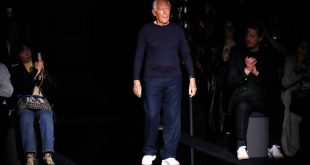 Giorgio Armani: Αντιδράσεις για τη δήλωσή του ότι «οι σχεδιαστές μόδας βιάζουν τις γυναίκες»