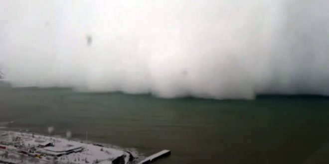 Η στιγμή που χιονοθύελλα χτυπά τις ακτές της Τουρκίας