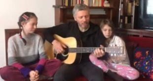 Αλκίνοος Ιωαννίδης: Τραγουδά με τις κόρες του «Μαζί Ξανά» για τον κορονοϊό