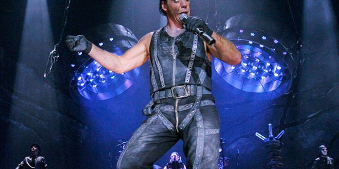 Στην Εντατική με κορονοϊό ο τραγουδιστής Till Lindemann των Rammstein