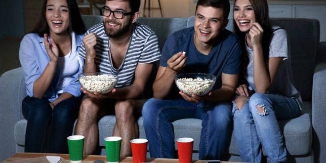 Πώς να δεις ταινίες με όλη την παρέα... ο καθένας από το σαλόνι του