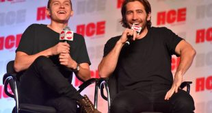 Ο Jake Gyllenhaal βάζει τη μπλούζα του ενώ κάνει κατακόρυφο και τρελαίνει το διαδίκτυο