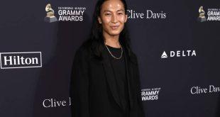 Ο Alexander Wang διοργανώνει online πώληση για τη στήριξη του ΠΟΥ