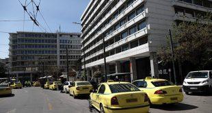 Προαιρετικό το διαχωριστικό προστασίας για τον κορονοϊό στα ταξί