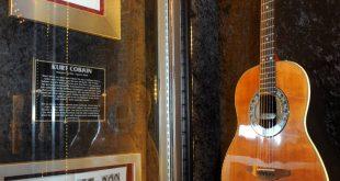 Στο σφυρί η ακουστική κιθάρα του Κερτ Κομπέιν από το θρυλικό Unplugged των Nirvana το 1993