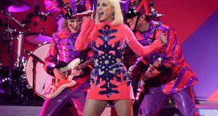 Η εγκυμονούσα Katy Perry ντύθηκε αντισηπτικό