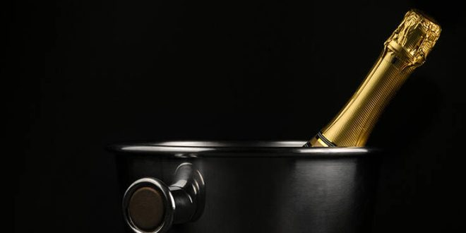 Ο κόσμος δεν έχει λόγους να γιορτάσει και «γκρεμίζει» την αγορά της σαμπάνιας