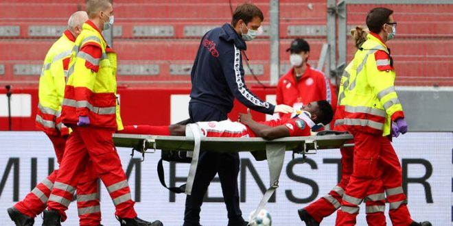 Σοκαριστικός τραυματισμός στη Γερμανία, με διάσειση στο νοσοκομείο παίκτης της Μάιντς