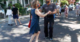 Νέα Υόρκη: Ανοίγουν κομμωτήρια, καφέ και εστιατόρια μετά από 100 μέρες