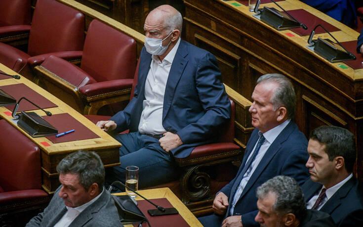 Μόνο ο Γιώργος Παπανδρέου φορούσε μάσκα κατά του κορονοϊού στη Βουλή