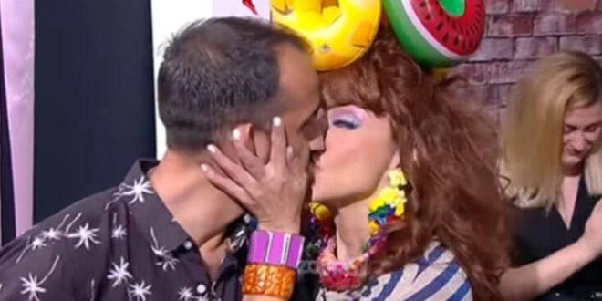Η «Βάνια» γύρισε την κάμερα και φίλησε στον «αέρα» τον σύντροφο της α λα Μενεγάκη
