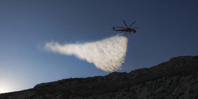 Εντυπωσιακές εικόνες από την εναέρια κατάσβεση της φωτιάς στο όρος Αιγάλεω