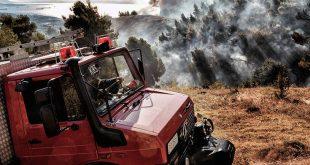 Φωτιά στην Αχαΐα: Ενισχύονται οι πυροσβεστικές δυνάμεις - Μάχη με τις φλόγες από επίγεια και εναέρια μέσα