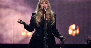 Θρυλική σταρ της ροκ καλεί το κοινό της να βάλει μάσκα: «Αν κολλήσω, πιθανότατα δεν θα τραγουδήσω ποτέ ξανά»