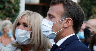 Μπριζίτ Μακρόν: Στιλάτη και με μάσκα σε εκδήλωση στο πλευρό του Γάλλου Προέδρου