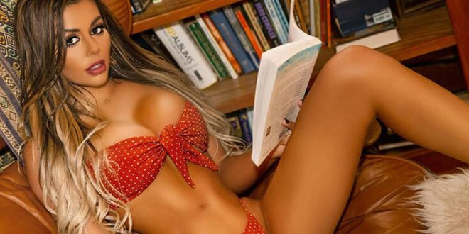 Η Juli Annee έχει μερικές από τις πιο προκλητικές πόζες που έχετε δει