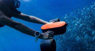 Το υποβρύχιο σκούτερ που κάνει τη θάλασσα ακόμα πιο διασκεδαστική