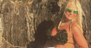 Η Μαρίνα Πατούλη ποζάρει με μαγιό και δηλώνει: Όμορφη ή άσχημη, νέα ή γριά… σημασία έχει να είσαι αληθινή