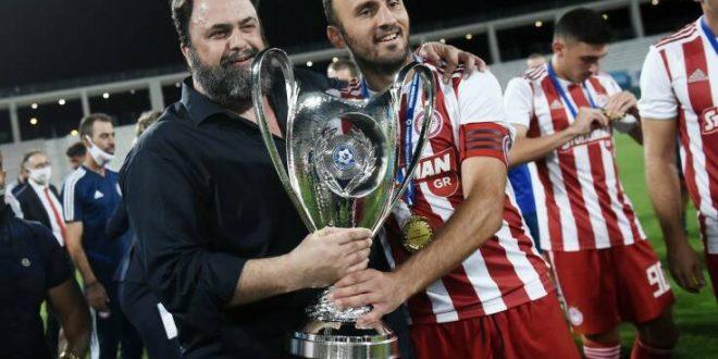 Ο Τοροσίδης πήρε το κύπελλο και σταματάει το ποδόσφαιρο