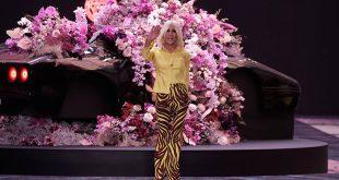 Versace: Για πρώτη φορά στην πασαρέλα του Οίκου plus size μοντέλα