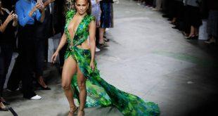 Η Κατερίνα Στικούδη φόρεσε το θρυλικό Βερσάτσε της JLo και «τρέλανε» το Instagram