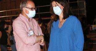 Η Νίκη Κεραμέως σε σπάνια δημόσια εμφάνιση με τον σύζυγό της και φορώντας μάσκες