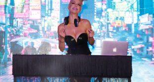 Ράνια Κωστάκη: Η πιο σέξι ραδιοφωνική παραγωγός με το εκρηκτικό μπούστο