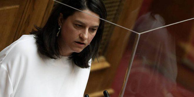 Ιχνηλατούν τις επαφές που είχε η υπουργός Παιδείας Νίκη Κεραμέως στη Βουλή