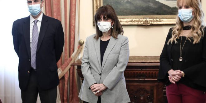 Κατερίνα Σακελλαροπούλου: Εμβολιάστηκε απέναντι στον ιό της γρίπης και στον πνευμονιόκοκκο