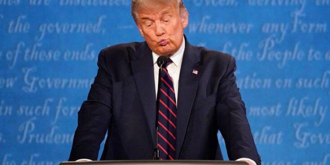 «Δεν ξέρω τίποτα»: Απέφυγε να καταδικάσει την QAnon ο Ντόναλντ Τραμπ