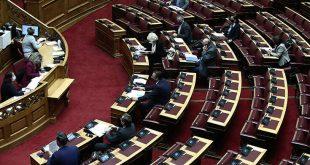 Ανέβηκαν οι τόνοι στη Βουλή για τον πολιτισμό: «Στο υπουργείο δεν υπάρχει πίσω πόρτα» η απάντηση Μενδώνη στις «επιλεκτικές συναντήσεις»