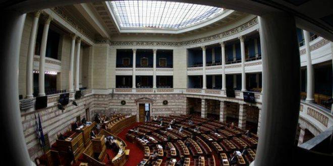 Στη Βουλή η τροπολογία για τους ιδιώτες γιατρούς στο ΕΣΥ