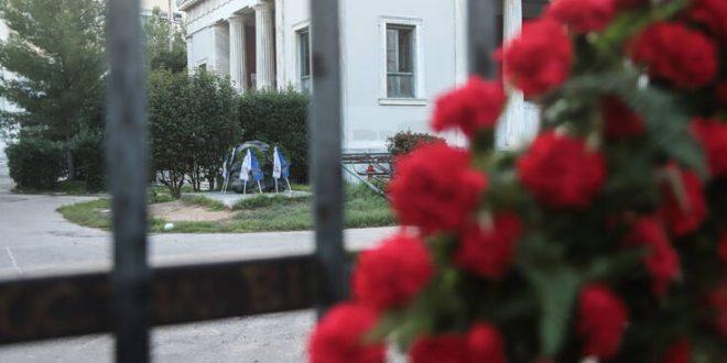 «Συγγνώμη» αλλά και βολές στον ΣΥΡΙΖΑ από το υπουργείο Προστασίας του Πολίτη για το πρόστιμο σε γυναίκα που άφησε λουλούδι στο Πολυτεχνείο