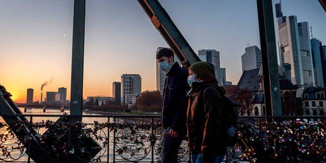 Επιδημιολόγος του Columbia: Θα περάσουμε την υπόλοιπη ζωή μας με τον κορονοϊό
