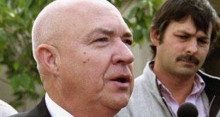 Νεκρός ο Tom Metzger της Κου Κλουξ Κλαν: «Μπορούμε πια να τον βάλουμε στον σκουπιδοτενεκέ της Ιστορίας»