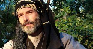 Ο Θανάσης Ευθυμιάδης με ποντιακή στολή στέλνει μήνυμα στον Τούρκο χάκερ: Καλύπτουν τα νώτα μου οι πρόγονοί μου