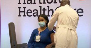Εμβόλιο Moderna: Νοσηλεύτρια στο Κονέκτικατ ο πρώτος άνθρωπος που το έλαβε