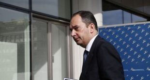 Γιάννης Πλακιωτάκης: Παραμένει εμπύρετος και με δύσπνοια στη ΜΕΘ