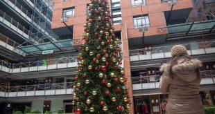 Πώς θα κάνουμε Χριστούγεννα: Ρεβεγιόν με όριο ατόμων και SMS παντού