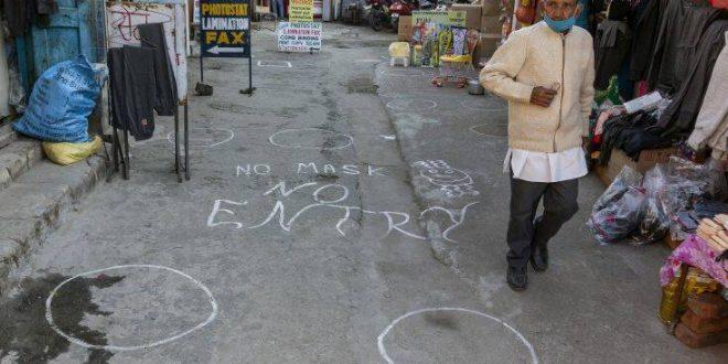 Σταθερά στη δεύτερη θέση του κόσμου σε κρούσματα κορονοϊού η Ινδία παρά την επιβράδυνση