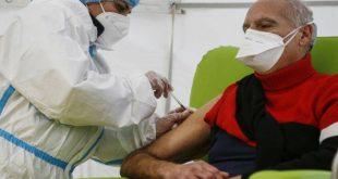 Κόντε: Ο εμβολιασμός κατά του κορονοϊού δεν θα γίνει υποχρεωτικός στην Ιταλία