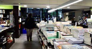 Εικόνες από την πρώτη μέρα λειτουργίας κομμωτηρίων και βιβλιοπωλείων